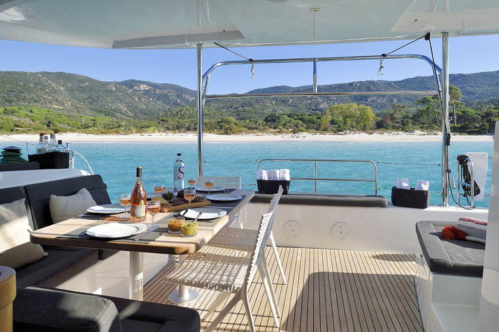 le confort a bord d'un catamaran en Corse